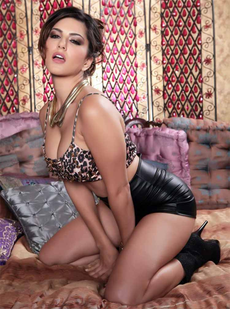 Sunny Leone knows the art of enchanting with her hotness
