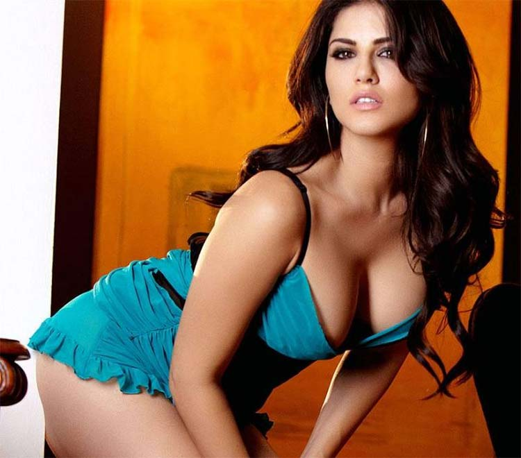 Sunny Leone looks massively hot in this click