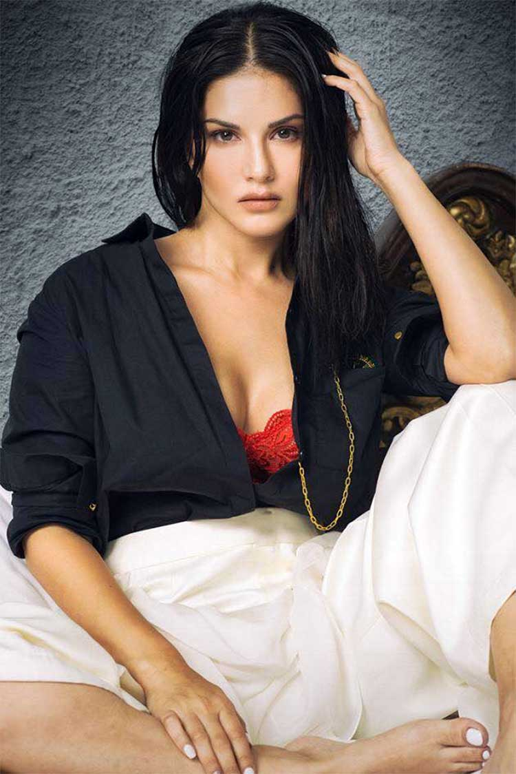 Sunny Leone looks sensuous in this terrifically hot photo