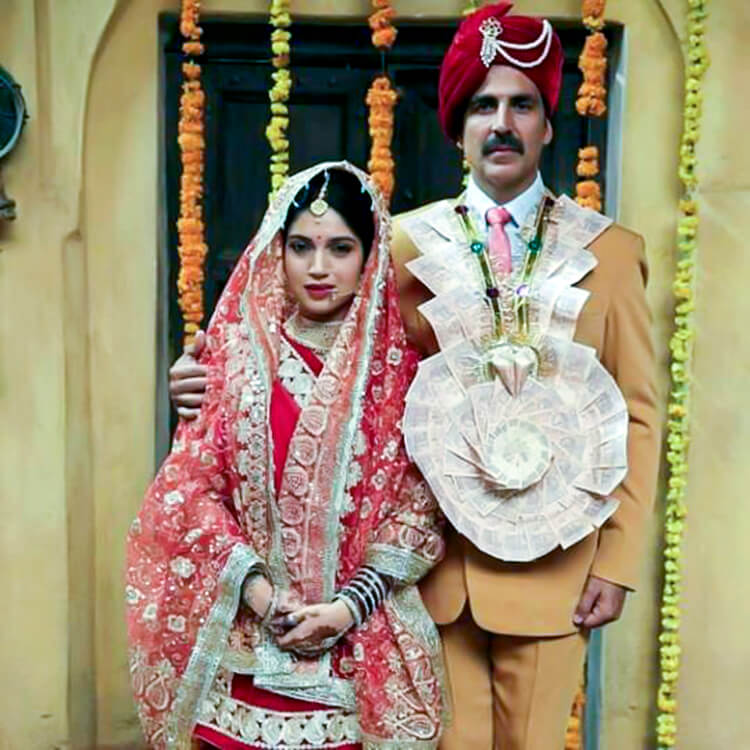 Akshay Kumar and Bhumi Pednekar's first look from Toilet--Ek Prem Katha