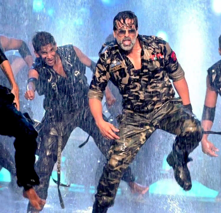 Akshay Kumar's energetic performance at Zee Cine Awards 2014