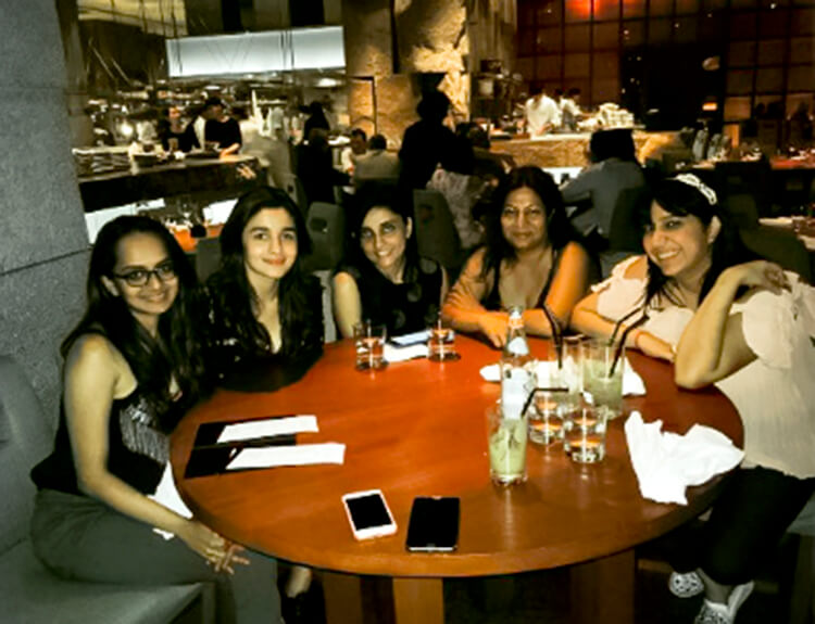 Alia Bhatt partying with her friends