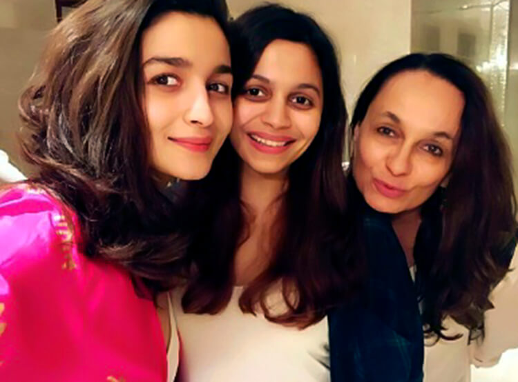 Alia Bhatt posing with her sister and mother