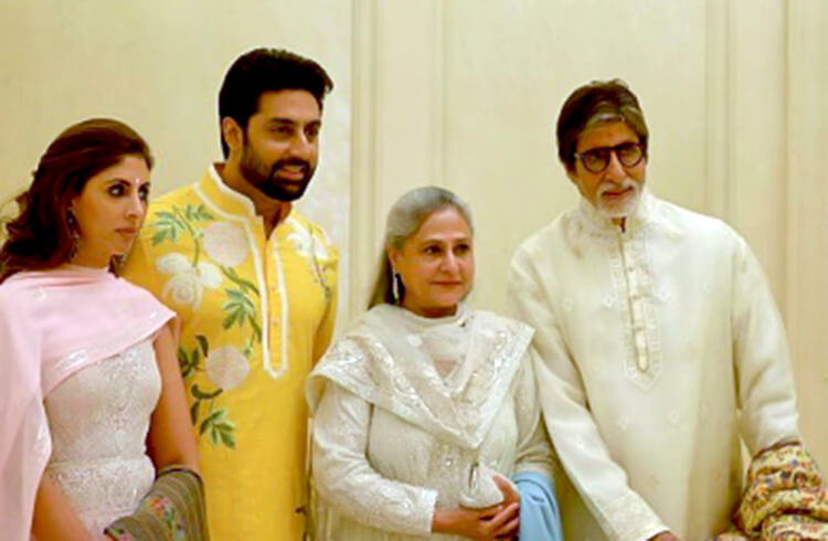 Amitabh Bachchan's warm personal moments with family