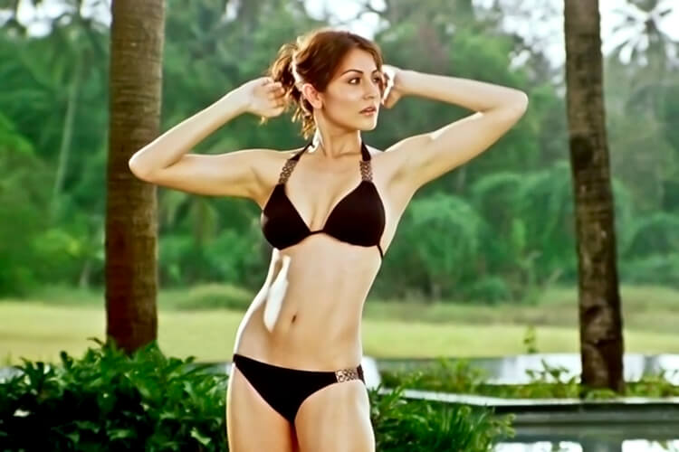 Anushka sharma hot in bikini
