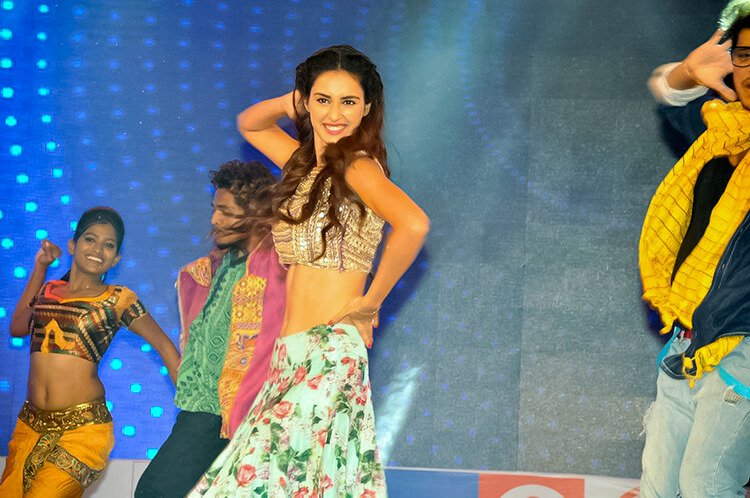 Disha Patani performing at 'Loafer' audio launch event