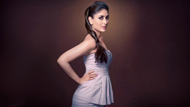 This wallpaper of Kareena Kapoor is sexy as hell
