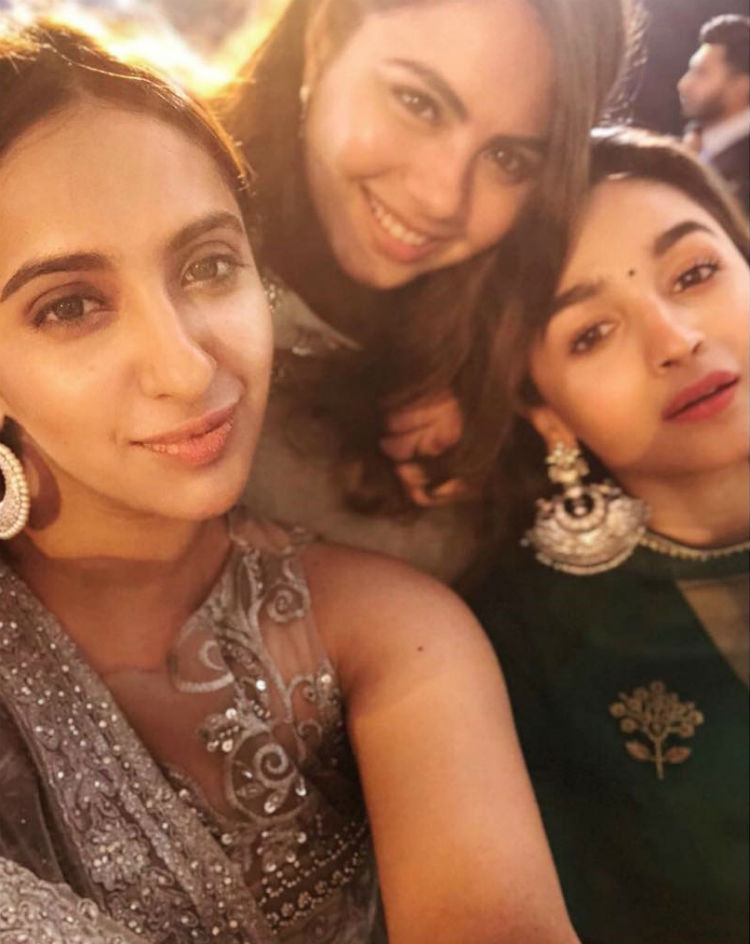 Alia Bhatt and friends being beautiful at a wedding