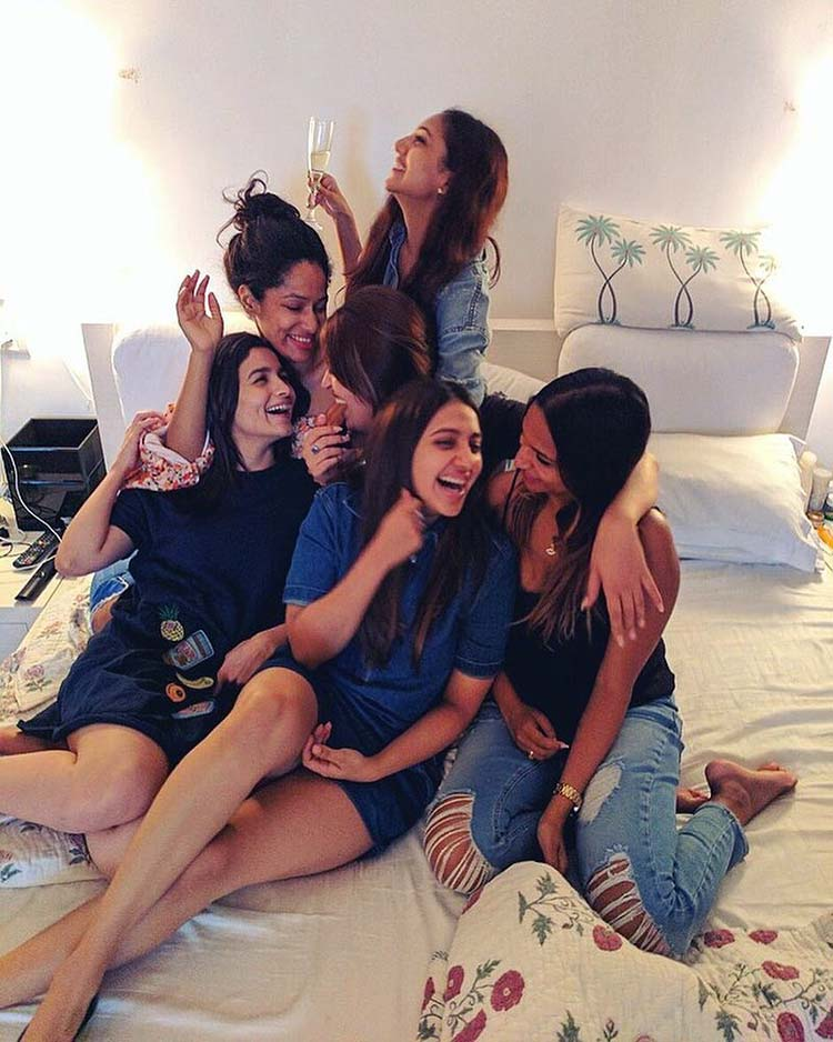 Alia Bhatt spends some personal moments giggling with her friends