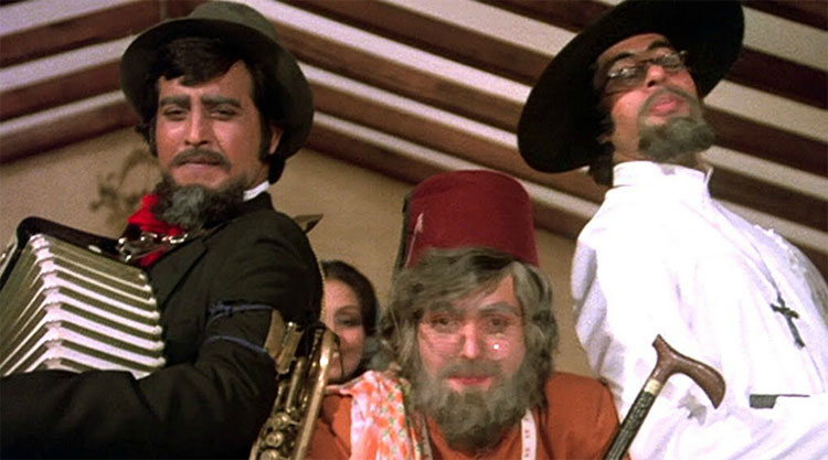 Amitabh Bachchan and Rishi Kapoor in Amar Akbar Anthony