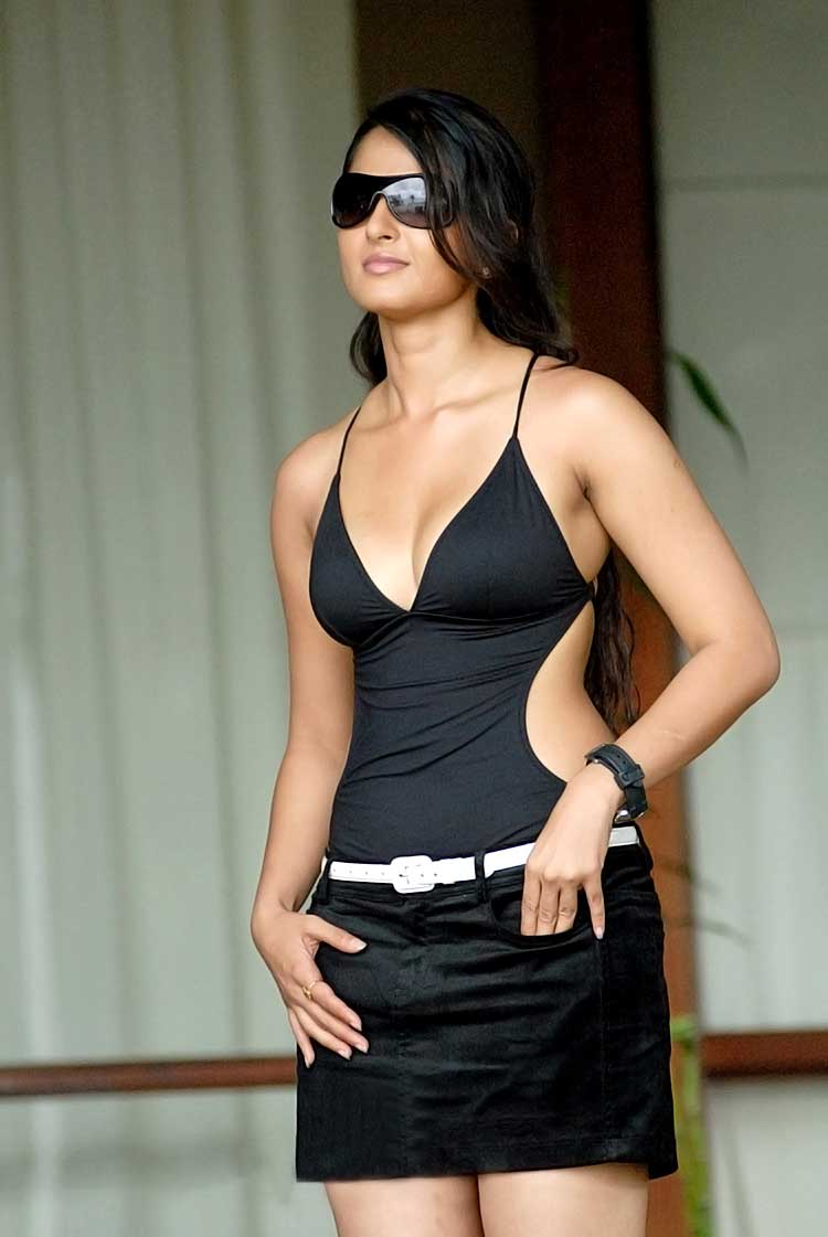 Celina jaitley hot sexy photo-9030