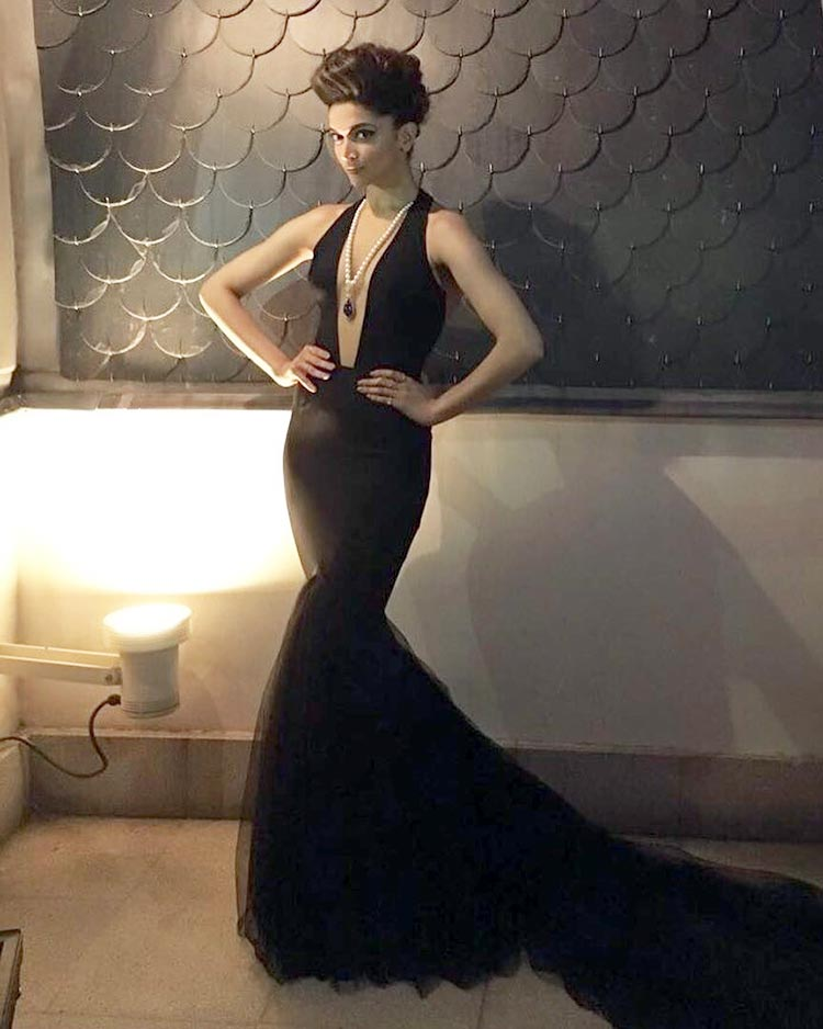 Deepika Padukone looks smoking hot in this black gown