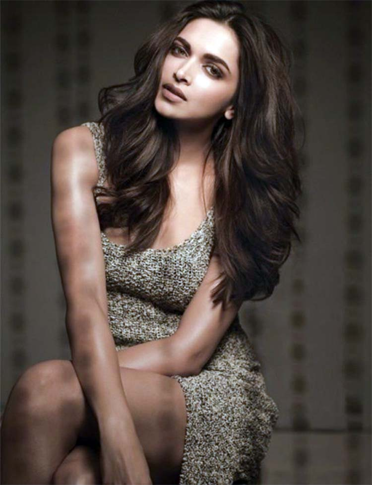 Deepika Padukone looks super pretty in this sexy click