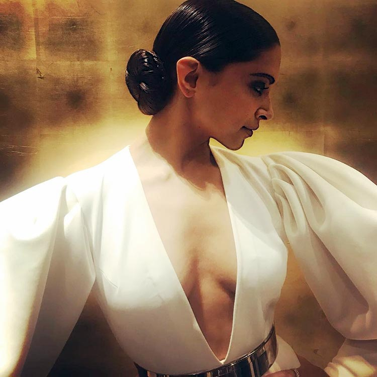 Deepika Padukone was looking sexy at the Hello Hall of Fame 2018 event