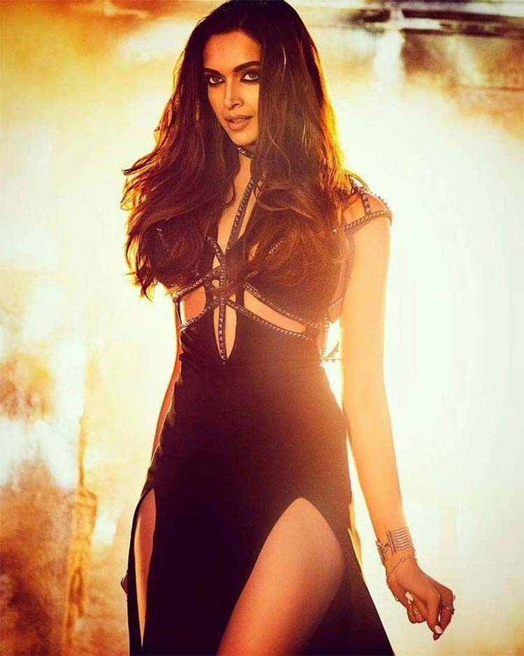 Deepika Padukone's hot look from Raabta title track