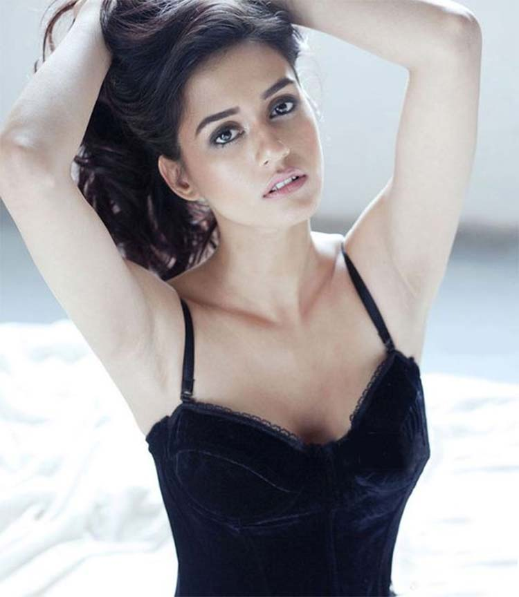 Disha Patani looks scintillatingly sexy in this frame