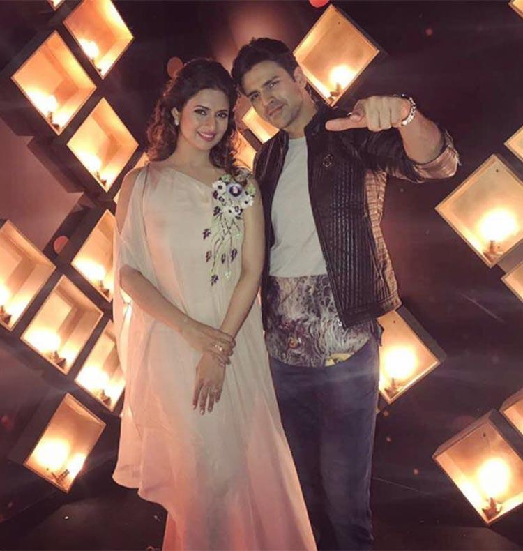 Divyanka Tripathi and Vivek Dahiya look uber cute together
