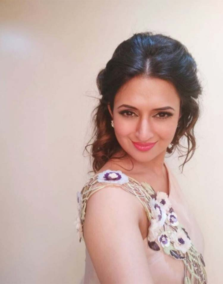 Divyanka Tripathi clicks a pretty selfie
