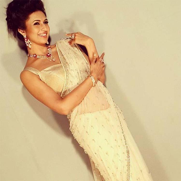 Divyanka Tripathi looks really sexy in a saree