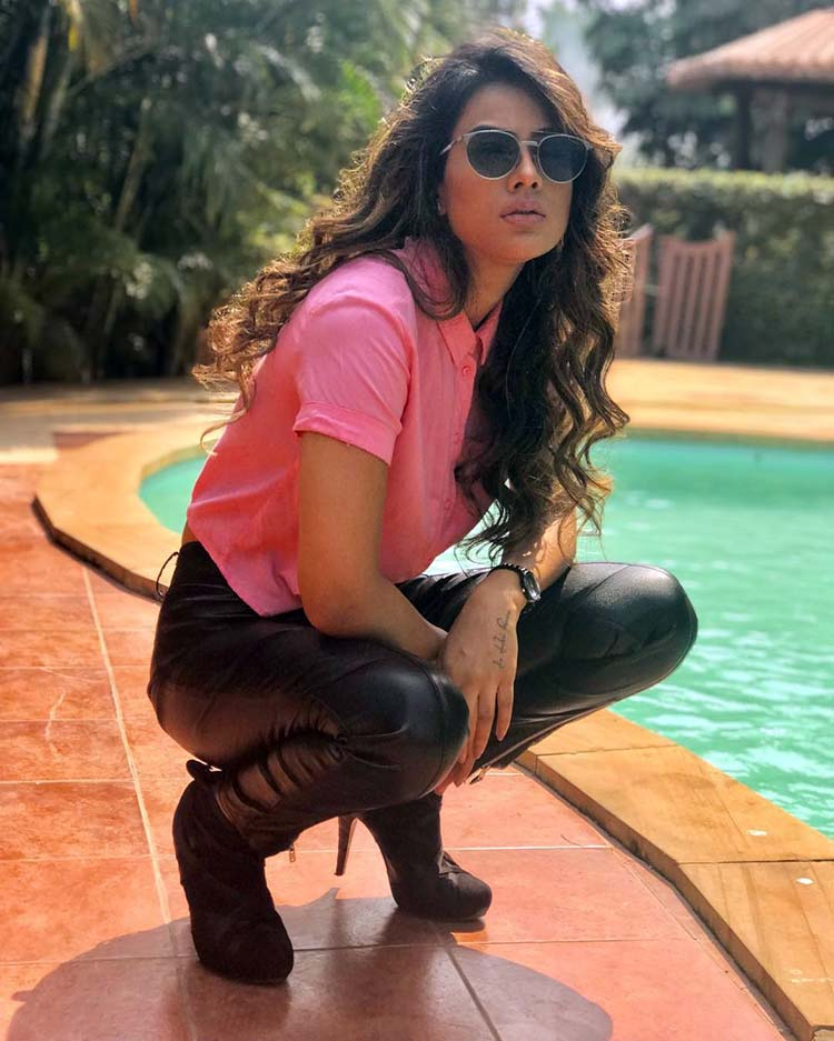 Nia Sharma starts her day by posing for some sexy pictures
