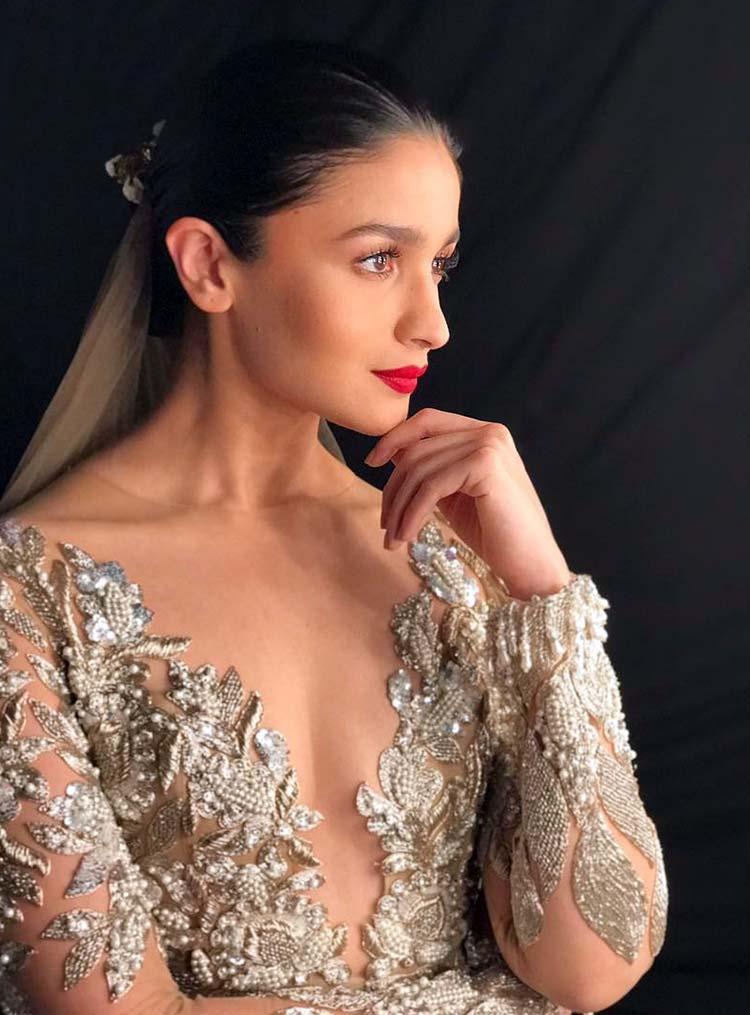 Sexy Alia Bhatt's 'Sensual Affair'