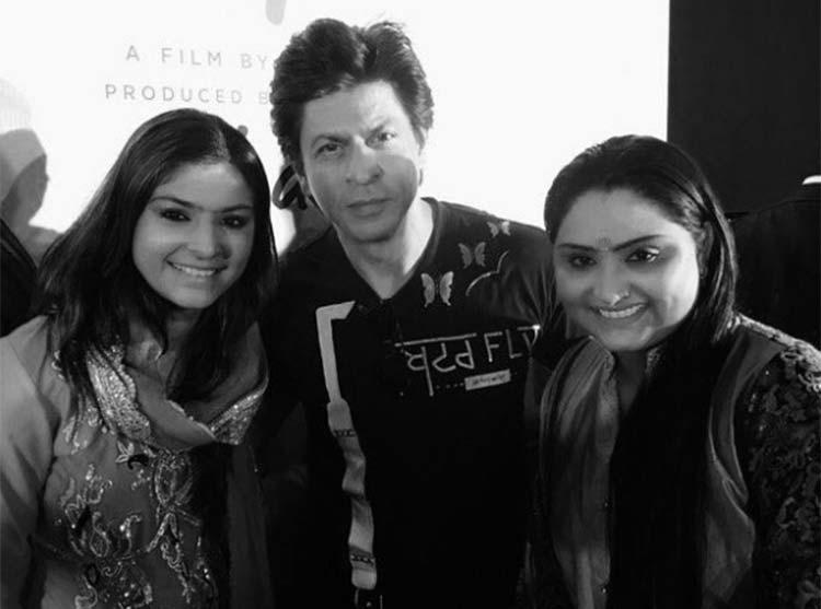 Shah Rukh Khan with Nooran sisters during Jab Harry Met Sejal promotions