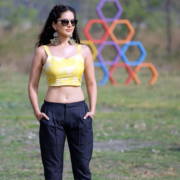 Sunny Leone burning the sets of Splitsvilla with her hotness