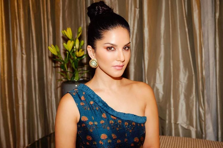 Sunny Leone's hotness is abundant in this stunning pic