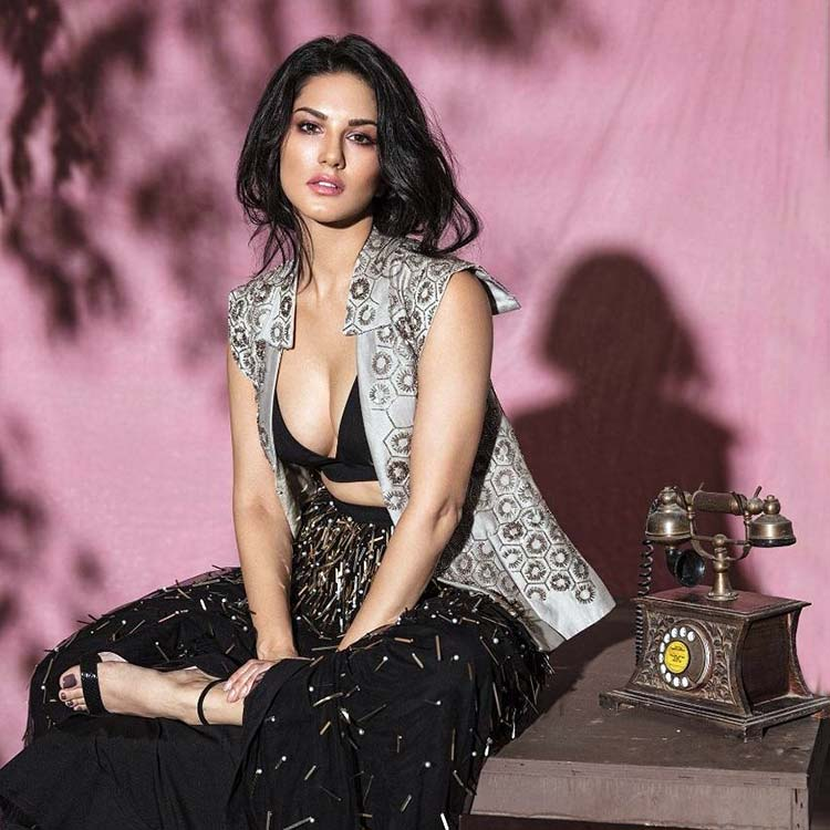 Sunny Leone will win your heart with her hot avatar