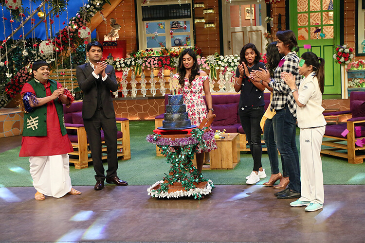 Kapil Sharma celebrates 100 episodes of his show with Indian women cricket team