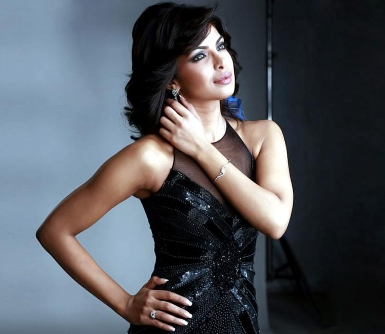Priyanka Chopra looks sizzling hot