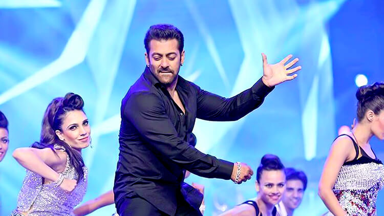 Salman Khan performing at Arab Indo Bollywood Awards 2015