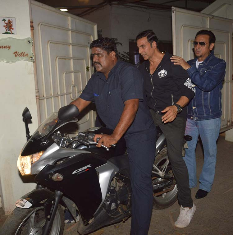 Akshay Kumar and Gulshan Grover at Mirror Game screening