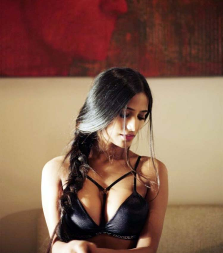 Poonam Pandey flaunting her hot body for a picture