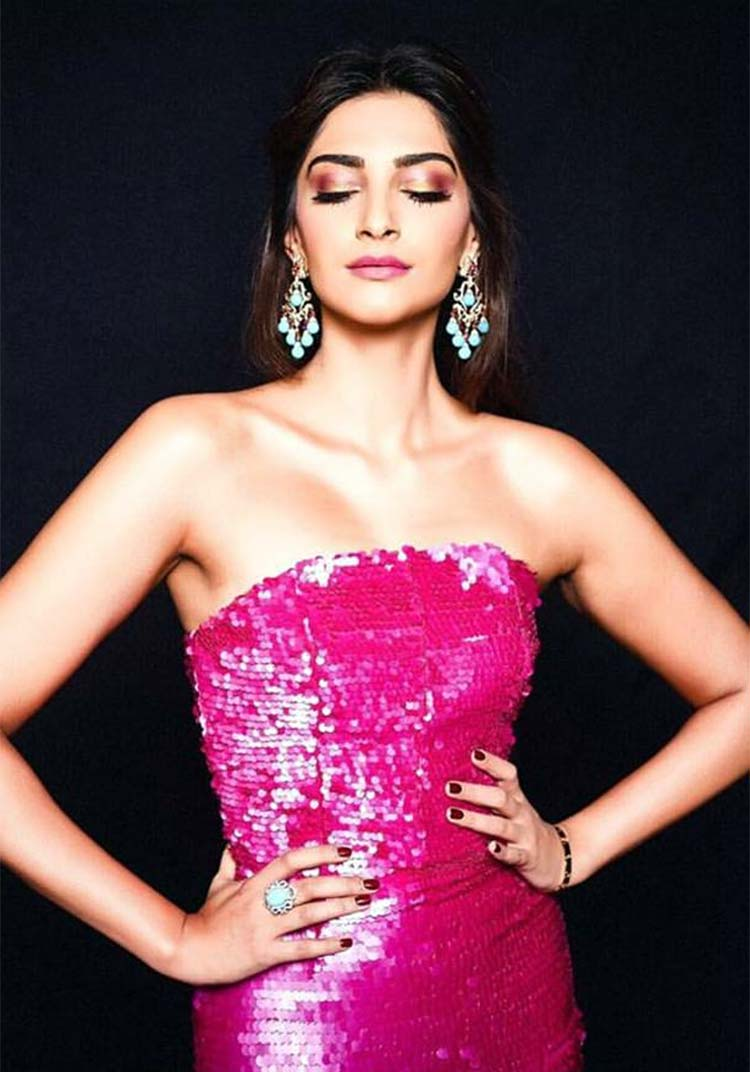 Sonam kapoor hot and sexy photos