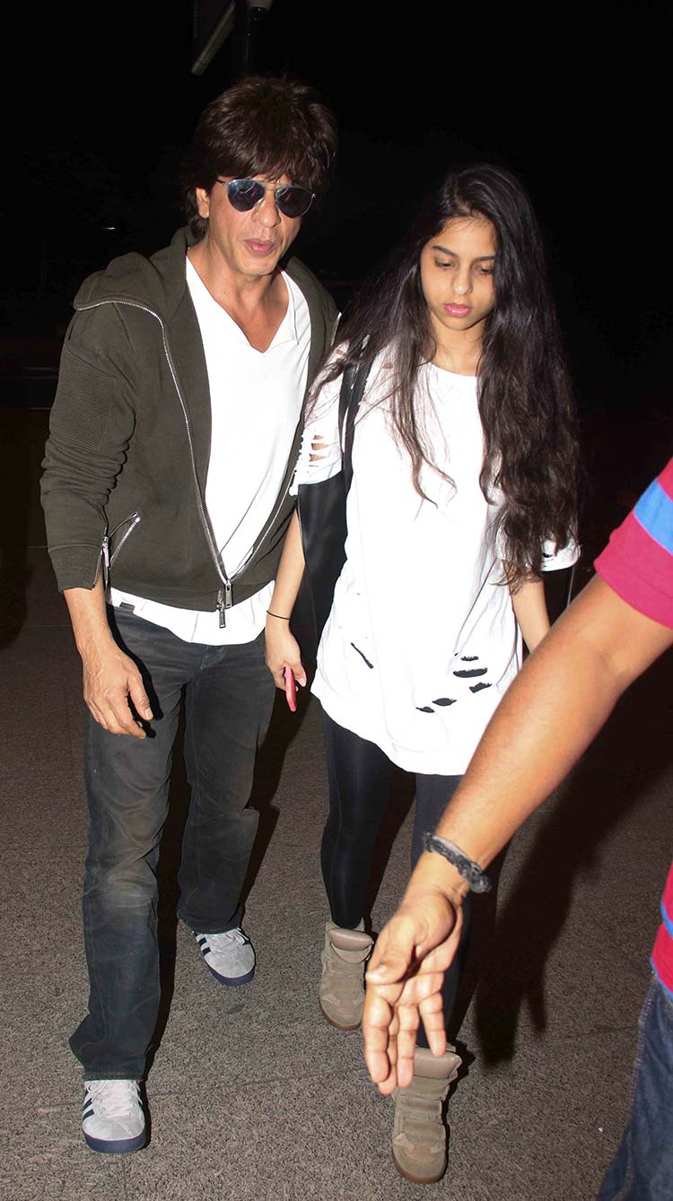 Shah Rukh Khan and Suhana at the airport