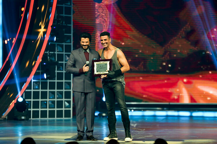 Akshay Kumar with Anil Kapoor at Sony Guild Film Awards 2015