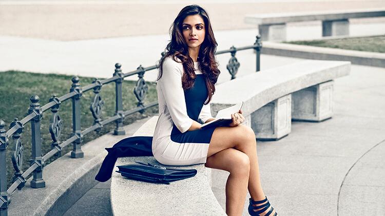 Deepika Padukone is sizzling in this wallpaper
