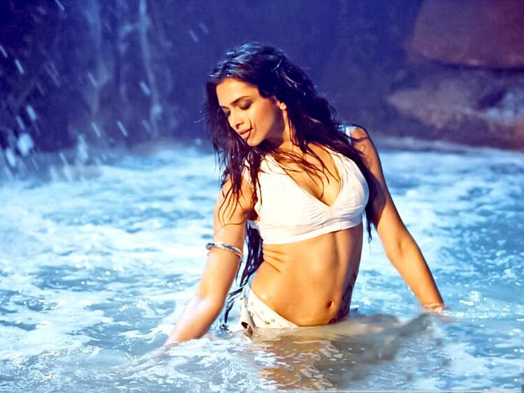 Deepika Padukone's Dum Maaro Dum bikini look is stunning