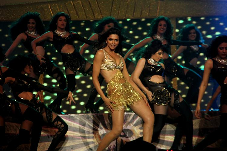 A still from Deepika Padukone's performance at Zee Cine Awards 2013