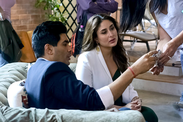 Kareena Kapoor caught candid with Manish Malhotra