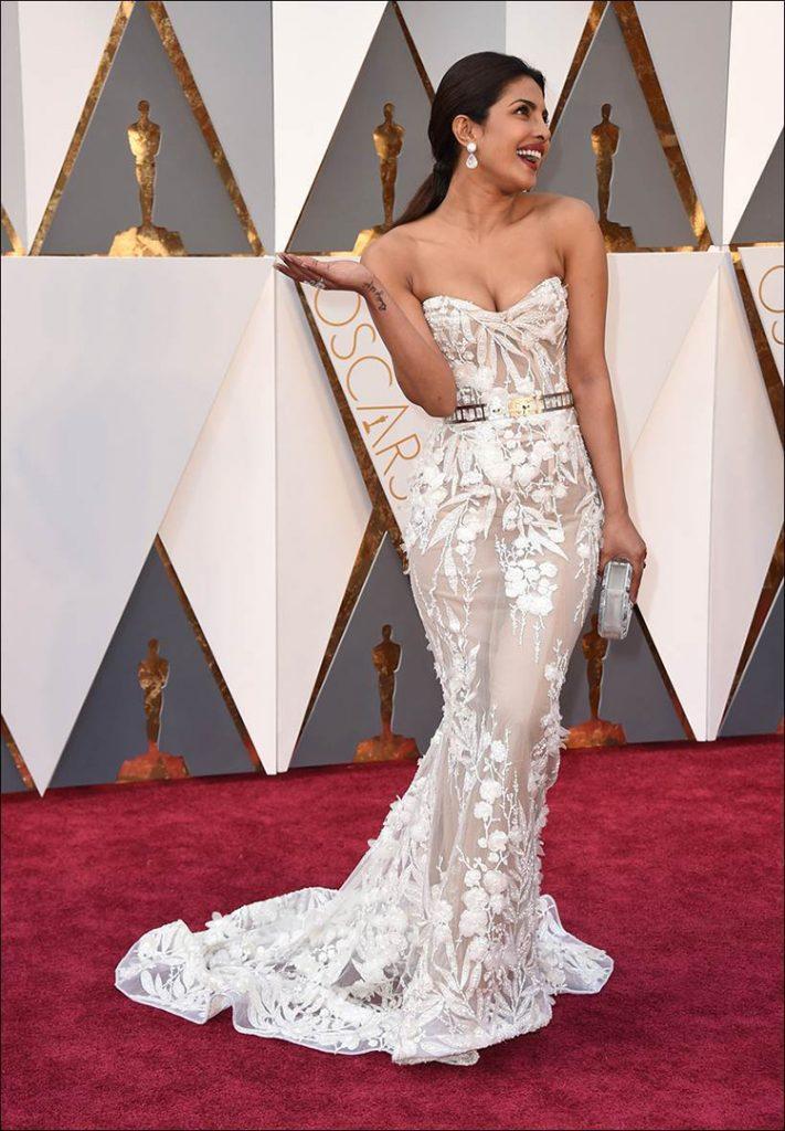 Priyanka Chopra sizzles in white at Oscar 2016 event