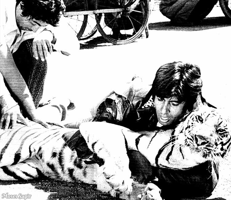 Amitabh Bachchan shares a throwback pic from Khoon Pasina set on Instagram