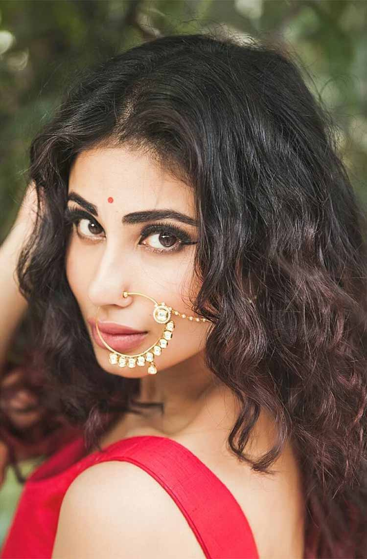 Mouni Roy is looking like a sexy siren in her Indian look