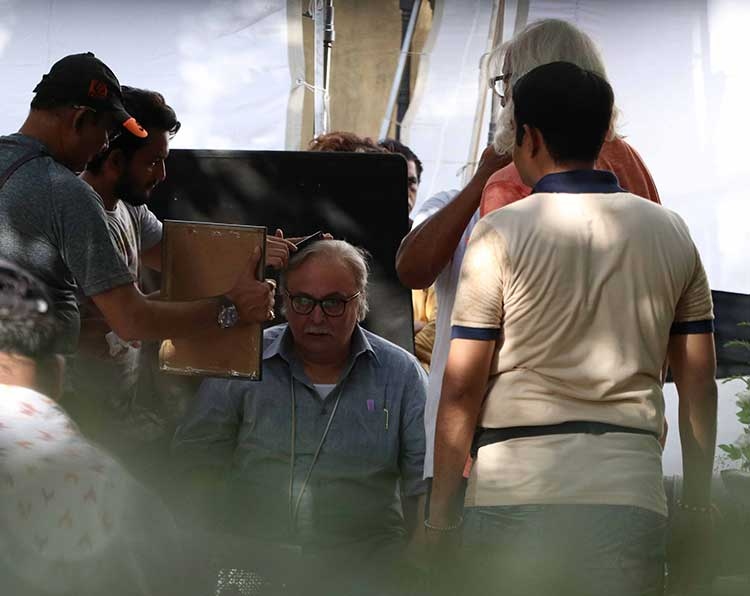 Rishi Kapoor getting ready on the set of 102 Not Out