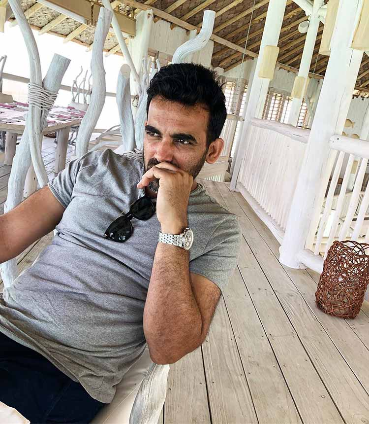 Sagarika Ghatge has shared a pic of Zaheer Khan sitting in a confused state