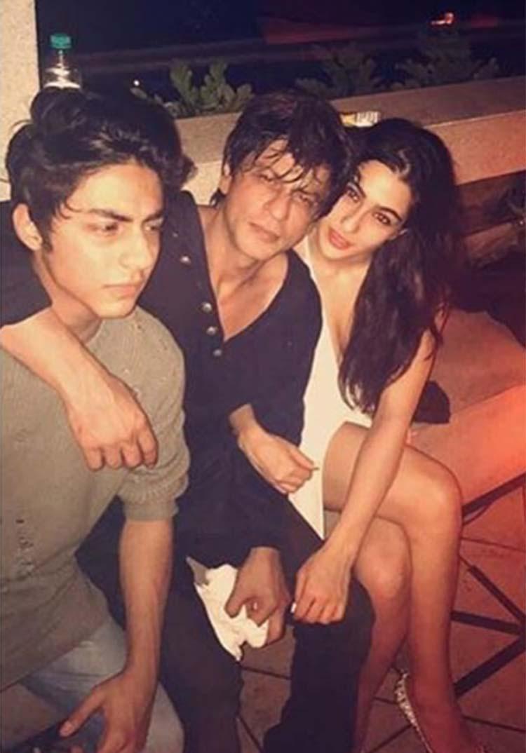 Sara Ali Khan with Shah Rukh Khan and Aryan Khan