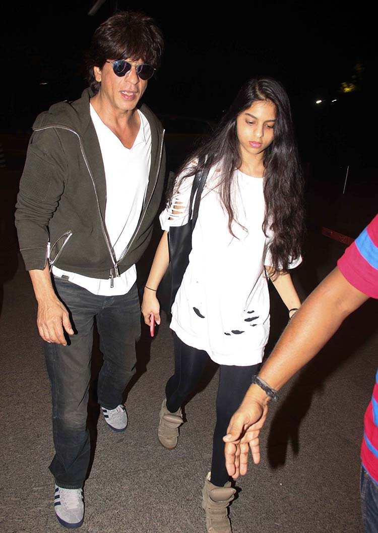 Shah Rukh Khan drops daughter Suhana at the airport