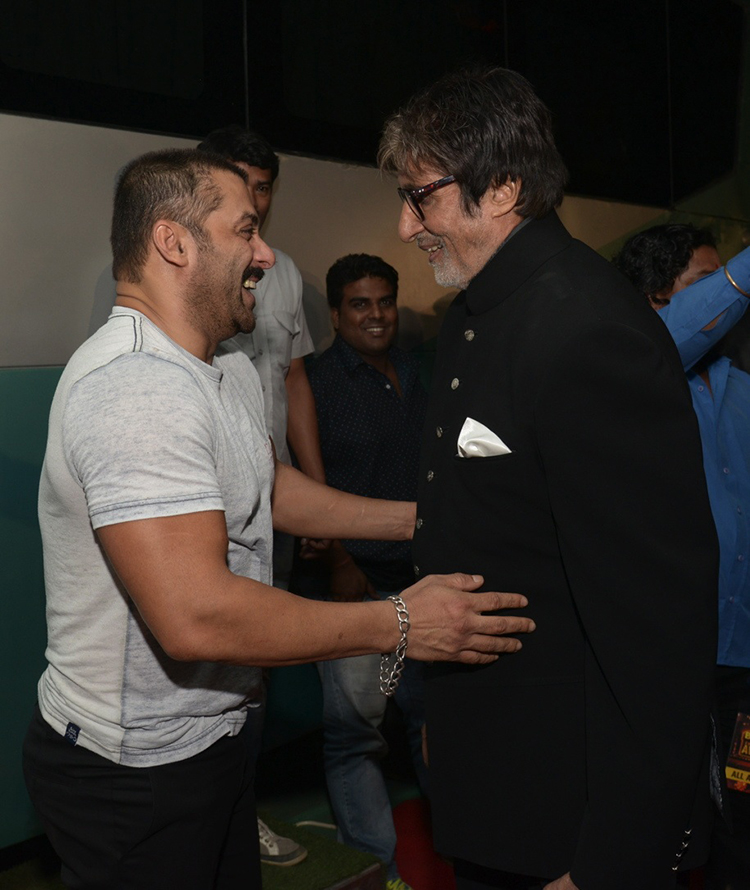 Amitabh Bachchan and Salman Khan in a candid frame