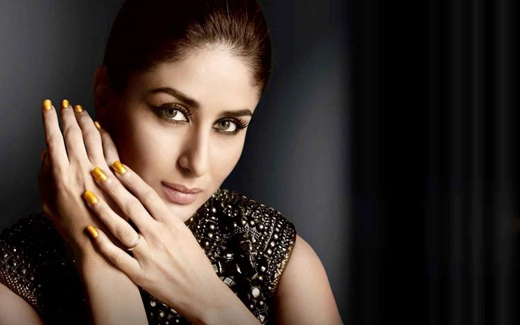 Kareena Kapoor is enchanting with her sexy eyes in this wallpaper